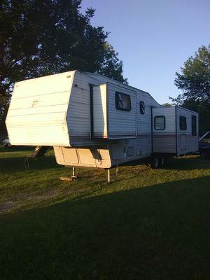 1997 nomad fithwheel camper 35ft long.. for Sale in Tulsa, OK