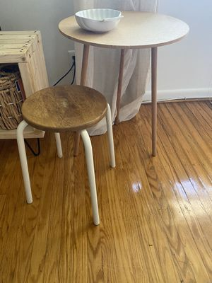 Small table and stool for Sale in Camden, NJ