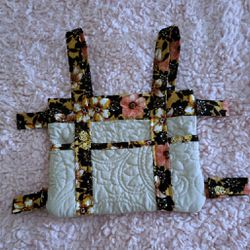 NWOT TOTE BAG CREAM AND BROWN WITH FLOWERS for Sale in Nashville,  TN