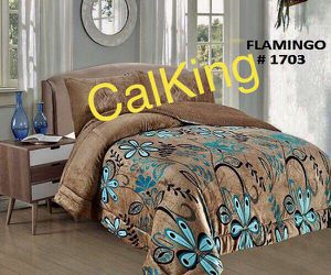 Very warm and soft calking size blanket 3pc. Pick up 🚚🚚 I In Perris 🏠🌳 for Sale in Perris, CA