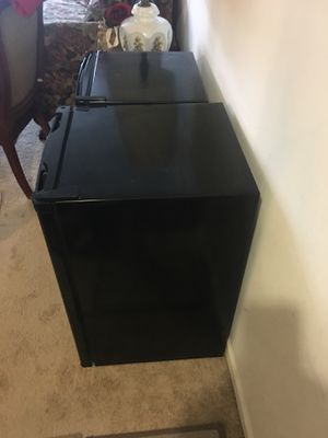 Refrigerator small good condition for Sale in Darnestown, MD