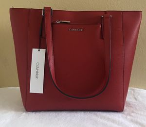 NEW Calvin Klein Pebbled Leather Logo Zip Tote Bag for Sale in Upland, CA