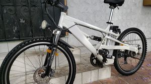 """Hybrid Electric bicycle. 17"""" frame 26X1.95 for Sale in Bell Gardens, CA"""