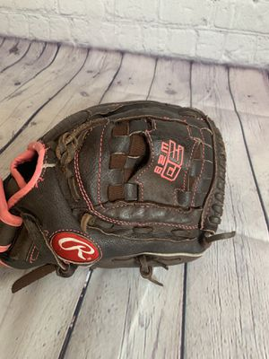 Softball glove for Sale in Moreno Valley, CA