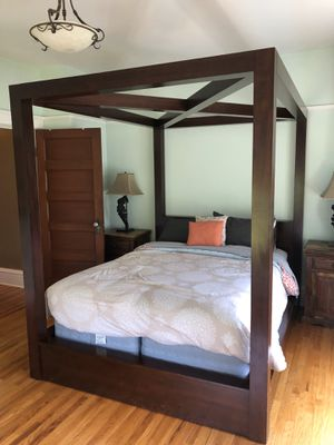 Modern 4 Post Bed Frame for Sale in Seattle, WA