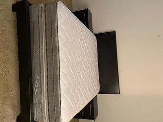 5PCS BED SET . BED MATTRESS for Sale in Miami, FL