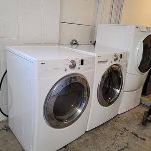 Lg Front Load Washer And Dryer Electric Set On Sale for Sale in Shelbyville, IN