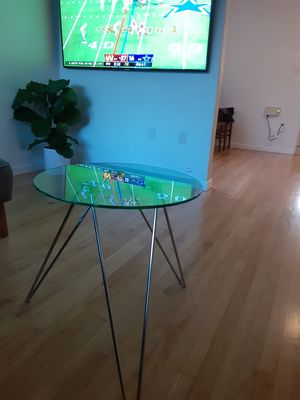 Modern glass end table coffee table for Sale in San Diego, CA