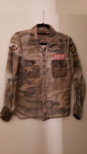 Girls size small camo shirt for Sale in Redlands, CA