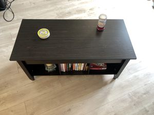 Coffee table with lift top for Sale in New York, NY