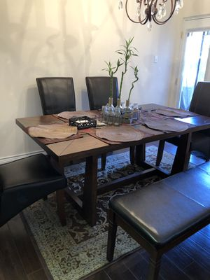Breakfast table with 4 chairs and bench for Sale in Carrollton, TX