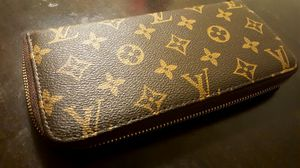 New louis vuitton female wallet for Sale in Silver Spring, MD