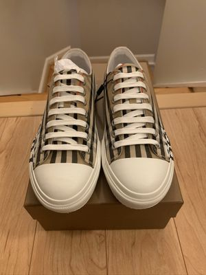 Burberry Mens Larkhall Vintage Check Logo Low-Top Size 8.5 for Sale in Alexandria, VA