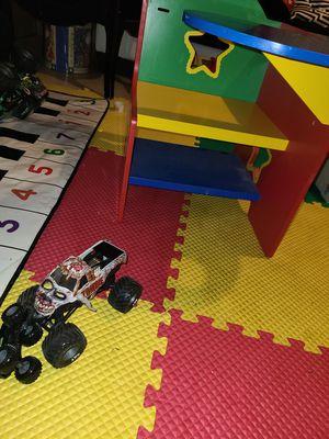 Kids desk for Sale in Dearborn Heights, MI