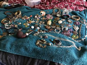 TREASURE FIND! Large amount vintage jewelry, & antique pipe , bracelets, ETC for Sale in Nashville, TN