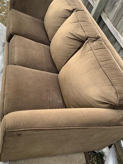 Brown Couch (Pull Pull Out Bed) for Sale in Lincoln Park,  MI