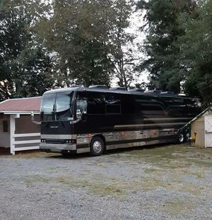 Prevost RV / Diesel Pusher Motorhome/ 12 Bunk Tour Bus for Sale in Redmond, WA