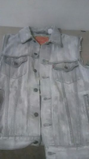 Mediun levis jean jacket no sleeves for Sale in Oxon Hill, MD