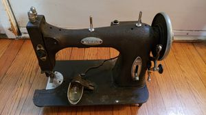 Antique vintage sewing machine for Sale in Orlando, FL