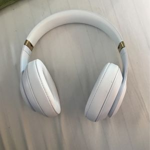 WHITE AND GOLD WIRLESS BEATS for Sale in Mexico, MO