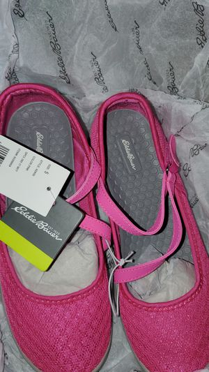 Brand new with tags Eddie Bauer sandals big girls size 5 for Sale in Brockton, MA