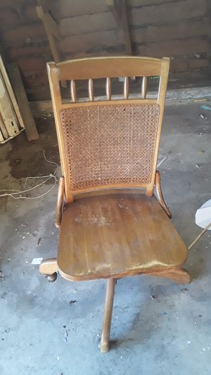 Antique chair unknown maker for Sale in Wichita, KS