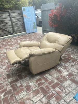 Macy's electric recliner chair! for Sale in Marina del Rey, CA