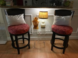 Wooden bar stools, pillows & lamp for Sale in Houston, TX