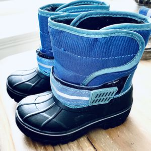 Toddler Snow Boots Boy's Size 7/8 for Sale in Lockport, IL
