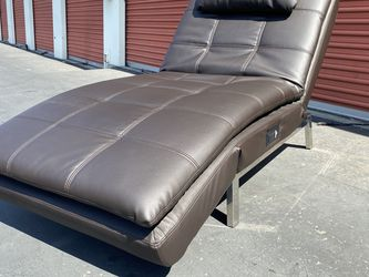 CLEARANCE | COSTCO Leather Chaise Lounge, Brown | OPEN BOX for Sale in San Diego,  CA