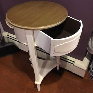 End table or corner table for Sale in East Meadow, NY