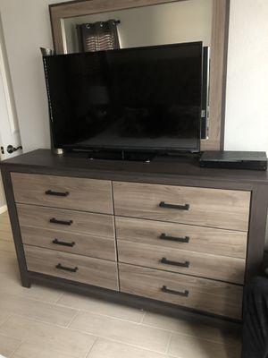 Ashley Furniture Harlinton 5-Piece Bedroom Set for Sale in Land O Lakes, FL
