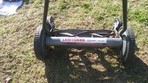 Craftsman Quiet Cut 18in cut/scissor action push mower for Sale in Tacoma, WA