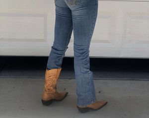 Jk woman boots size 6 for Sale in Selma, CA