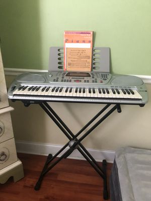 Electronica keyboard for Sale in Miami, FL