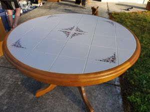 table and 4 chairs for Sale in PT CHARLOTTE, FL