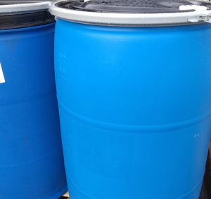 55 gallons blue plastic drum w lid and lock for Sale in Los Angeles, CA