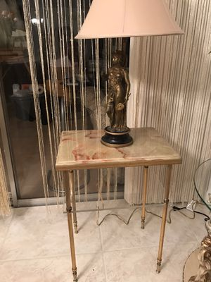 Beautiful side table for Sale in Boca Raton, FL