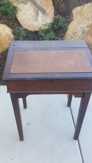 Antique small desk for Sale in San Marcos, CA