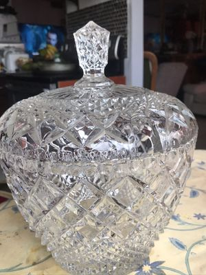 Gorgeous crystal bowl with cover sangria bowl for Sale in Miami Beach, FL