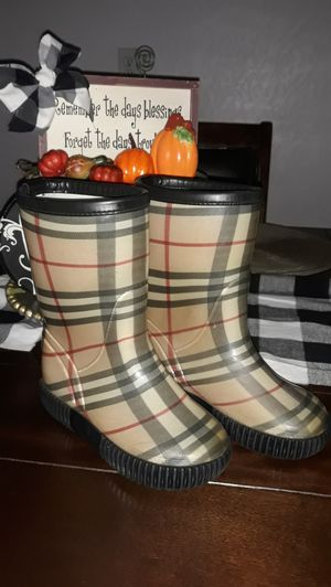 Burberry boots........ for Sale in Houston, TX