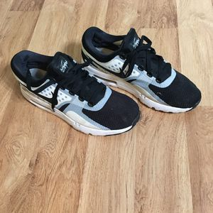Men's Nike sneakers size 10 for Sale in Paterson, NJ