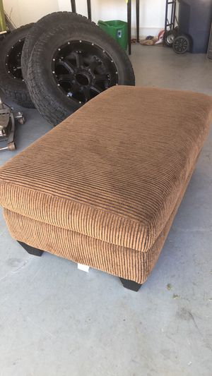 Brown ottoman for Sale in Redmond, OR