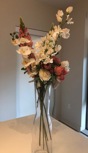 IKEA vase glass + 9 artificial flowers for Sale in Arlington, VA
