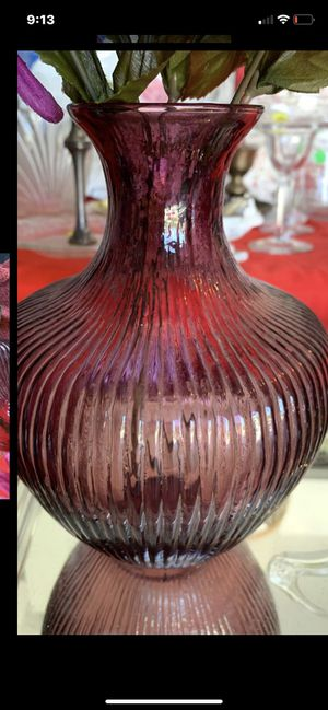 """Beautiful decor pretty antique glass rare vase look beautiful purple color or real flowers 7"""" tall rare pretty purple vase for Sale in Kissimmee, FL"""