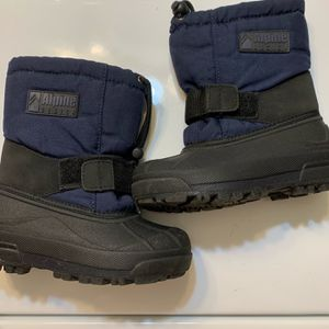 **KIDS WINTER SNOW BOOTS IN GOOD CONDITION SIZE 11-12 for Sale in San Diego, CA