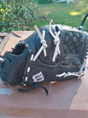 Wilson A600 baseball glove 11 1/2 inch, it can be used for softball also for Sale in Fullerton, CA