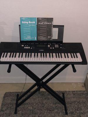 Yamaha Digital Keyboard EZ-220 for Sale in Gridley, CA