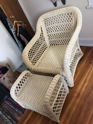 Off White Wicker Chair for Sale! Asking $150 or best offer. for Sale in E ATLANTC BCH, NY