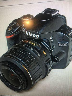Nikon D3200 DSLR 24.2 mega pixel camera with 18-55mm lens, charger and travel bag for Sale in Las Vegas, NV